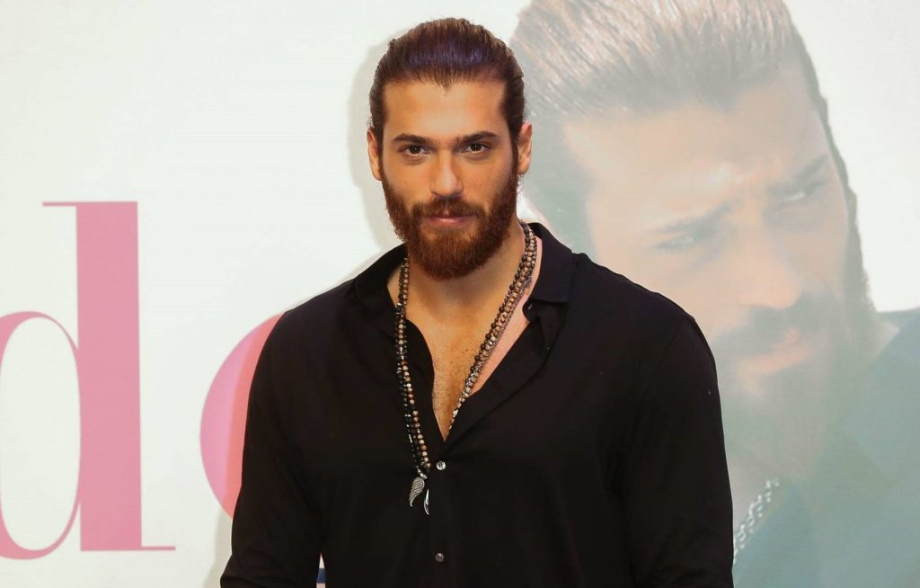 Can Yaman tratado de mal actor!